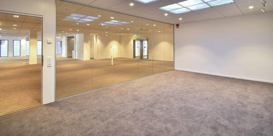 Läggning av golv med textilplattor