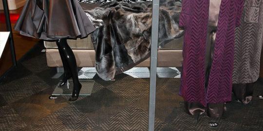 Golv i mässmonter på klädutställning